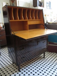 I love the lines and colors of this desk, which is from Hutch Vintage in Echo Park.