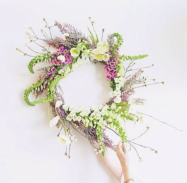 I love this wreath that I found from @mooncanyon on Instagram.