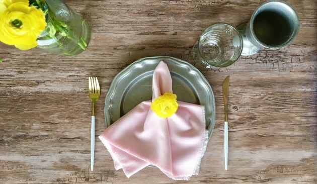 DIY Frayed Edge Linen Napkins Cheap and Chic